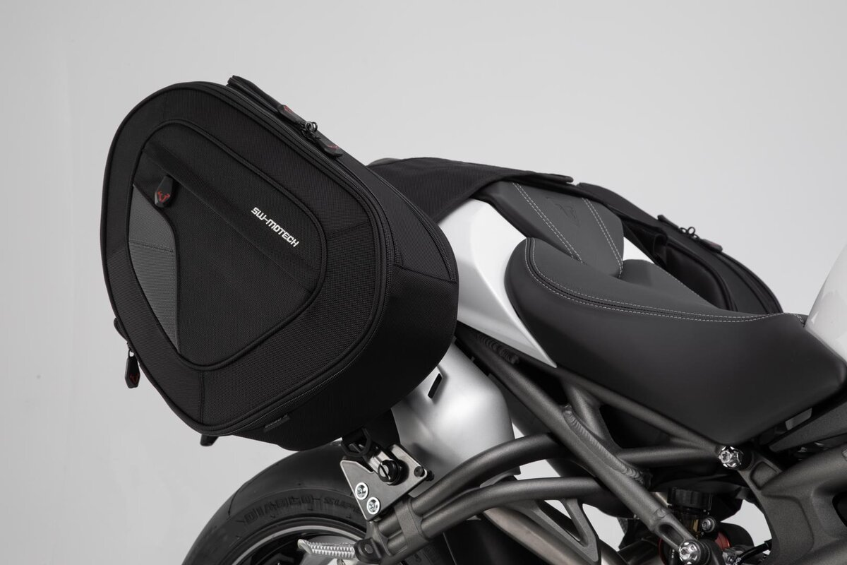 Safe Saddlebags Blaze For Triumph Speed Triple S 18 By Sw Motech