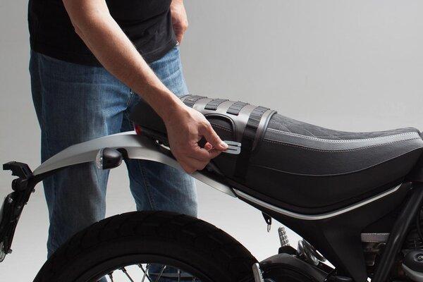 Gancho S para las maletas laterales Legend Gear Aluminio. Plateado anodizado. En pack de dos.