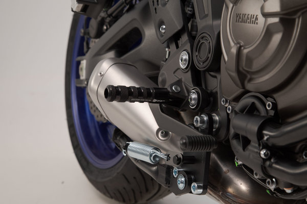 Kit reposapiéds Racing Negro. Yamaha MT-07.