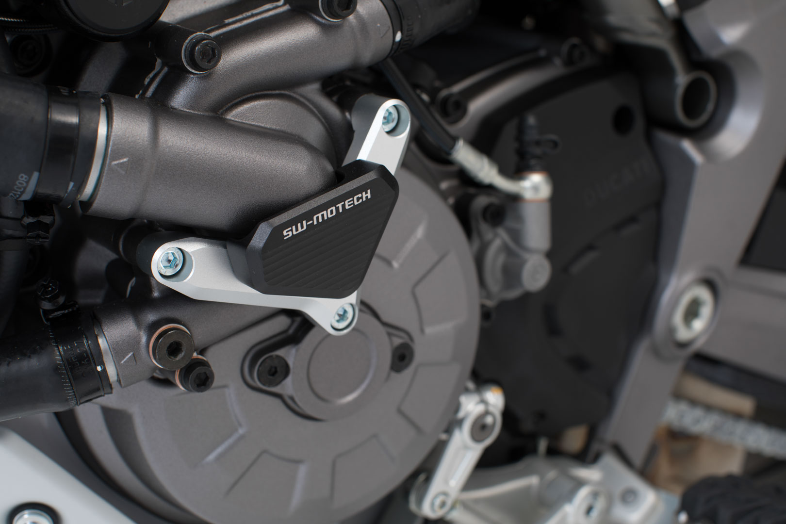 Protection de pompe à eau Gris/noir. Ducati modèles.