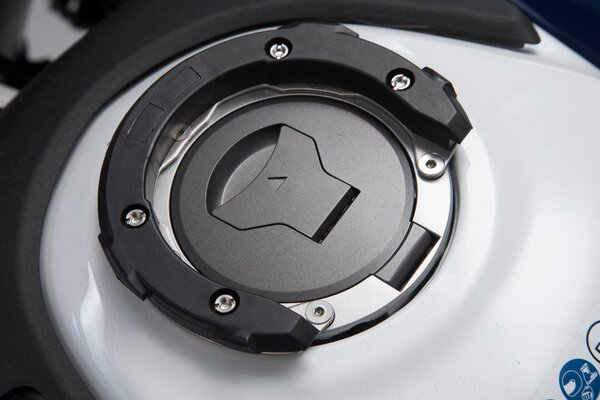 Anello aggancio serbatoio EVO Nero. Modelli Honda. Per serbatoio con 5 viti.