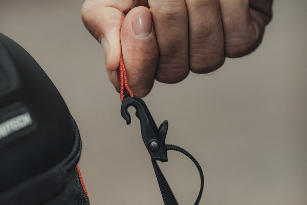 Bolsa trasera PRO Roadpack 1680D Nailon ballistic. Negro/Antracita. 8-14 l.