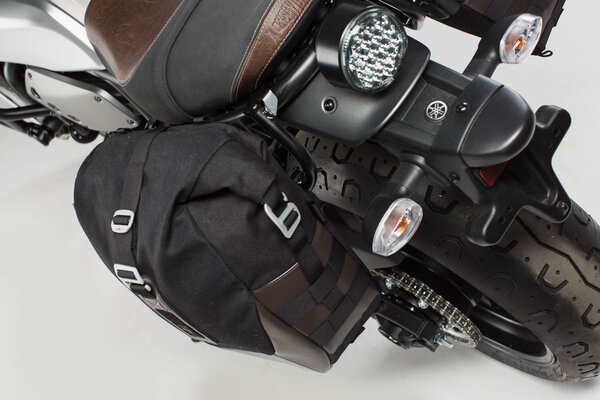 Legend Gear set de bolsas laterales Black Edition Yamaha XSR700 (15-) / XSR700 XT (19-).