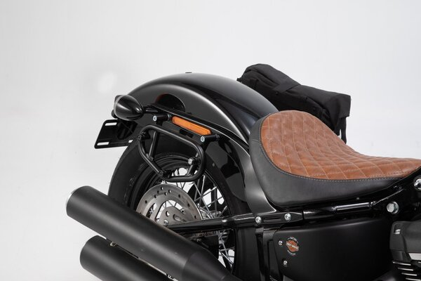 Legend Gear set de bolsas laterales Black Edition Harley Davidson Softail Street Bob (18-).